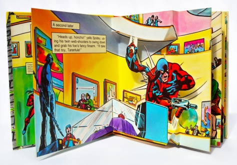 Piccolo Spider-Man pop-up book 'Attack of The Tarantula', pages 4-5