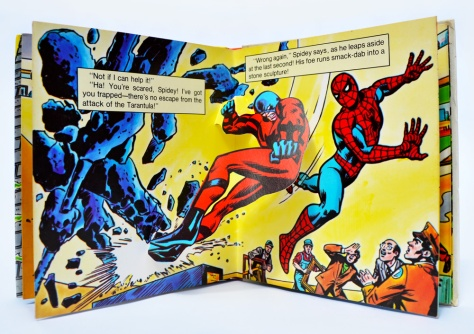 Piccolo Spider-Man pop-up book 'Attack of The Tarantula', pages 8-9