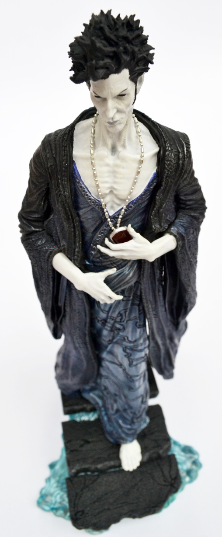 sandman-overture-statue-1