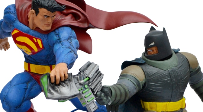 The Dark Knight Returns: Superman Batman statue