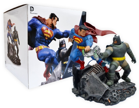 superman-and-batman-statue-with-box